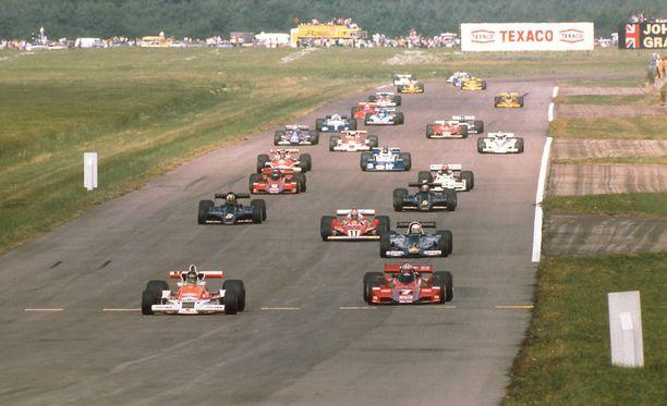 Arkistokuva vuonna 1977 ajetusta Iso-Britannian GP:stä.