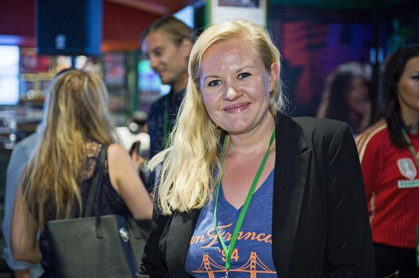 Lotta Backlund tunnetaan myös televisio-ohjelmien juontajana ja panelistina. Backlund pyrki eduskuntaan kevään eduskuntavaaleissa kokoomuksen listoilta.