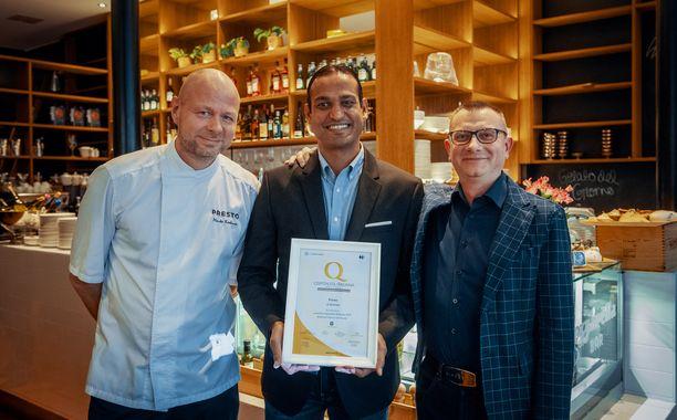 Vasemmalta oikealle Preston pääkokki Marko Koskinen, ravintoloitsija Roshan Salwathura  ja oikealla italialainen Alberto Cristofalo.