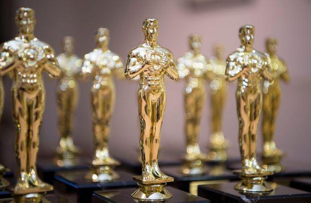 Ketkä tänä vuonna havittelevat näitä patsaita? Varsinainen Oscar-juhla on 25. huhtikuuta.
