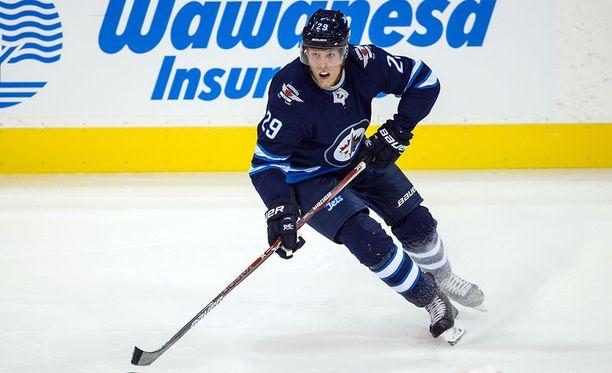 Winnipeg Jetsin Patrik Laine teki ottelun avausmaalin Montrealia vastaan.