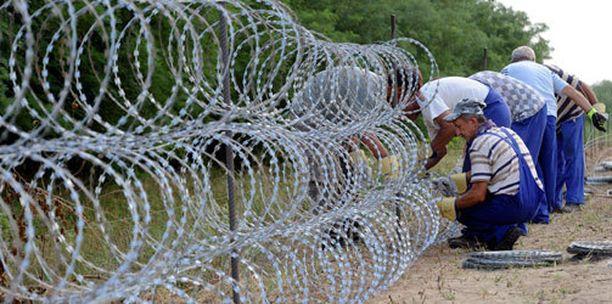 Unkari rakentaa Serbian vastaiselle rajalleen aitaa estääkseen pakolaisten pääsyn maahan.