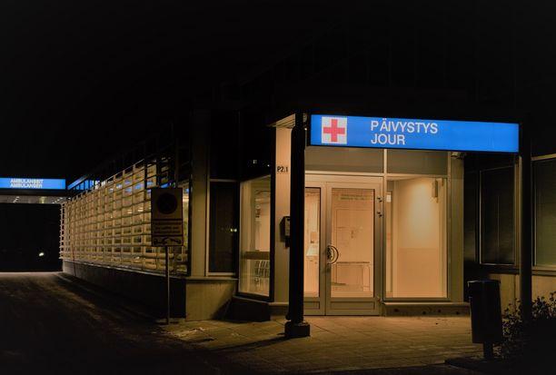 Uhrin ystävät toimittivat tämän Jorvin sairaalaan, jossa hän joutui teho-osastolle.