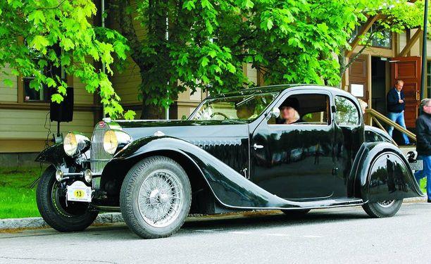 Harvinainen ja kaunis Bugatti Type 57 on Lahdessa viikonloppuna.