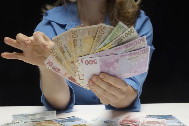 Pohjoiskarjalaisen naisen epäillään aiheuttaneen petoksilla yli 55 000 euron vahingot. Nainen on kiistänyt syyllistyneensä petoksiin. Kuvituskuva.
