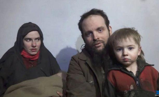 Caitlan Coleman, 31, ja Joshua Boyle, 34, olivat Talibanin vankeina viisi vuotta. Kuvakaappaus Talibanin joulukuussa 2016 julkaisemalta videolta.
