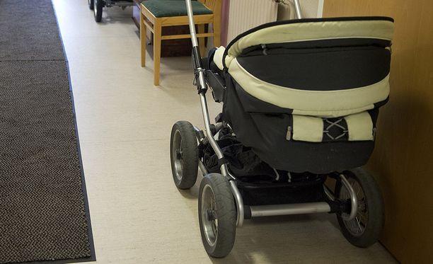 Poliisi epäilee, että noin 1,5-vuotias lapsi on kaapattu Laukaalla. Arkistokuva.