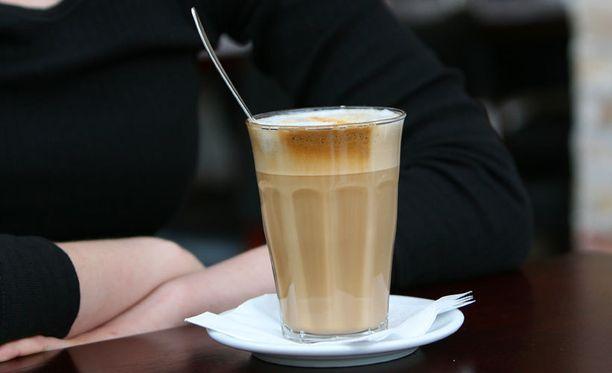 Yksi 0,33 litran energiajuomatölkki vastaa kofeiinimäärältään noin kahta desilitraa suodatinkahvia. Jo yksi latte on liikaa.