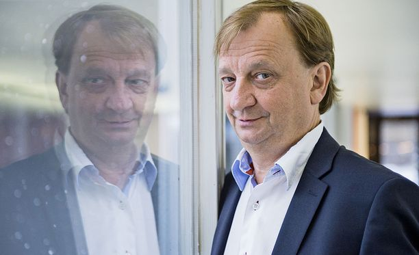 Iltalehden kolumnisti Hjallis Harkimo.