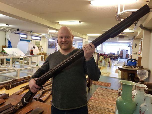 Painava ase on ruotsalainen hyljepyssy vuodelta 1866.