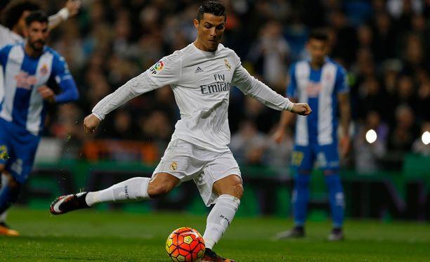 Cristiano Ronaldo naulasi sisään itse hankkimansa rankkarin.