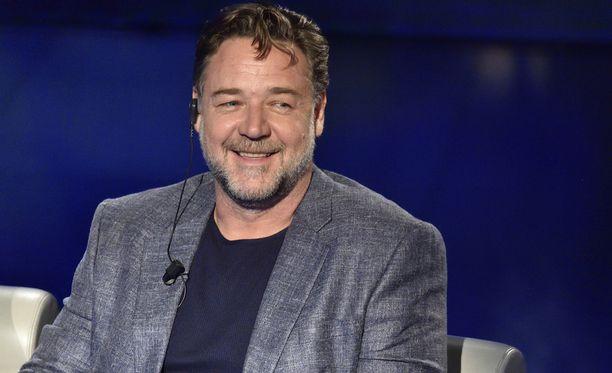 """Azealia haukkui Russell Crowea """"tylsäksi valkoiseksi mieheksi""""."""