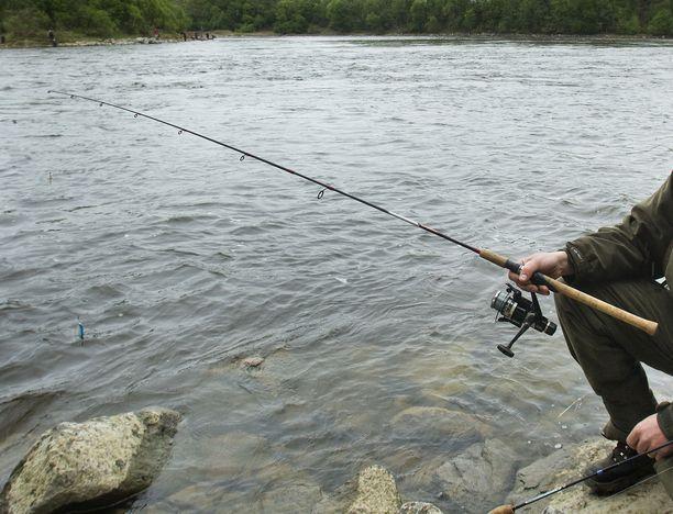 Esimerkiksi siitä, pitääkö kalastuskisasta maksettavasta palkinnosta ilmoittaa verottajalle, on ollut epäselvyyttä. Kuvituskuva.