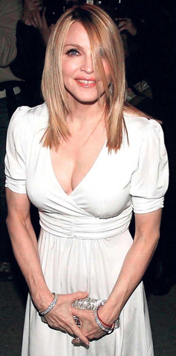 Make Me Heal uskoo Madonnan käyneen plastiikkakirurgilla.
