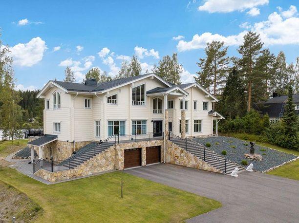 Kapanen kertoi Iltalehdelle elokuussa, että hän myy kotiaan muuttuneen elämäntilanteen vuoksi.