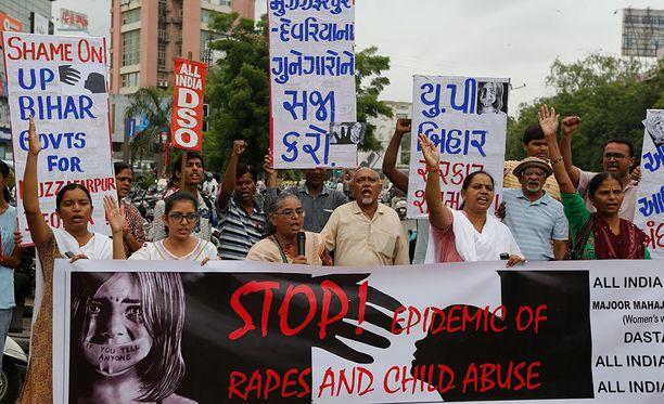 Intiassa on annettu ensimmäiset kuolemantuomiot lapsiraiskauksista.