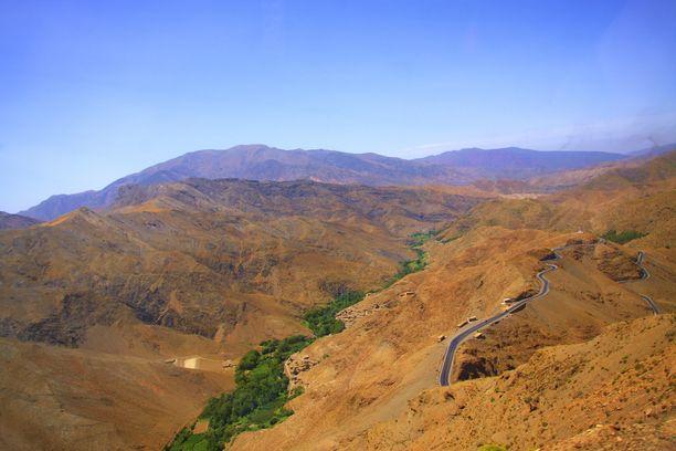 Toubkalin kansallispuisto ja Jebel Toubkal -vuori ovat suosittuja vaelluskohteita.
