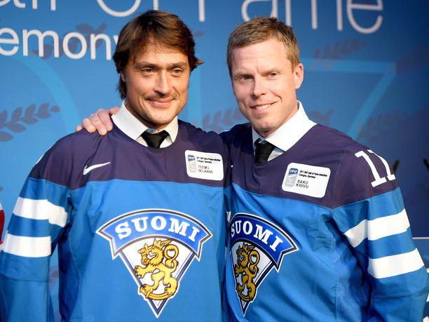 Teemu Selänne ja Saku Koivu kuuluvat IIHF:n nimeämään Leijonien kaikkien aikojen tähdistökentälliseen.