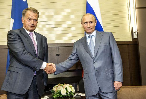 Tasavallan presidentti Sauli Niinistö (vas.) ja Venäjän presidentti Vladimir Putin kuvattuna vuonna 2014.