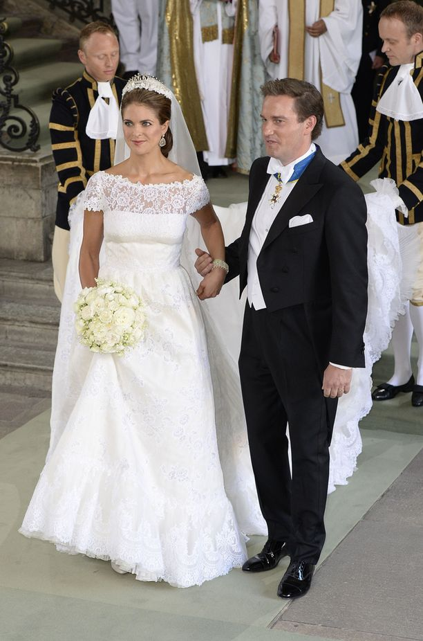 Prinsessa Madeleine ja herra Chris O'Neill lipumassa avioliiton satamaan kesällä 2013.