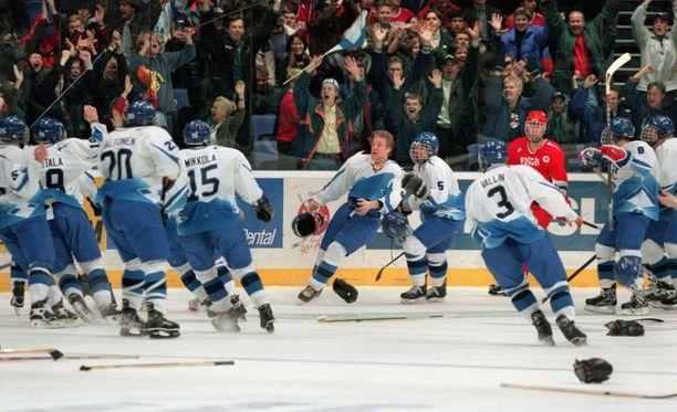 Se on siinä! Niklas Hagman ratkaisi maalillaan maailmanmestaruuden Suomelle.
