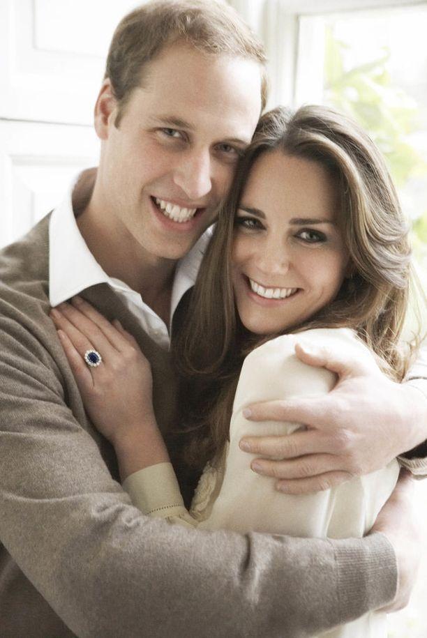 Kuninkaallisten ja julkkisten suosiossa oleva valokuvaaja otti prinssi Williamin ja herttuatar Catherinen kihlakuvan vuonna 2010.