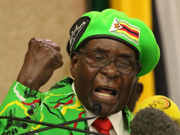 Robert Mugabe nähtiin ensimmäisen kerran julkisuudessa sitten keskiviikon.