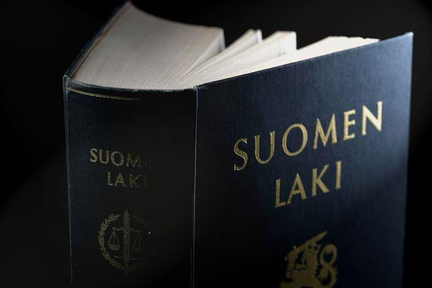 Vesa Linja-aho sanaili tunnissa valituskirjelmän hallinto-oikeuteen Lucifer-nimestä. Läpi meni. Kuvituskuva.