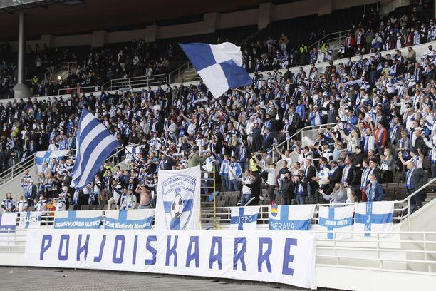 Suomalaisfanit juhlivat tärkeää 1–0-kotivoittoa.