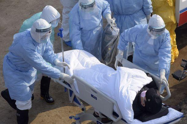 Kuva Wuhanista, jossa sairaalat ovat pahoin ylikuormittuneita.