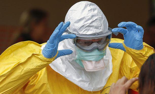 Ebola tarttuu vain ruumiinnesteiden kautta ja vasta kun oireet alkavat.