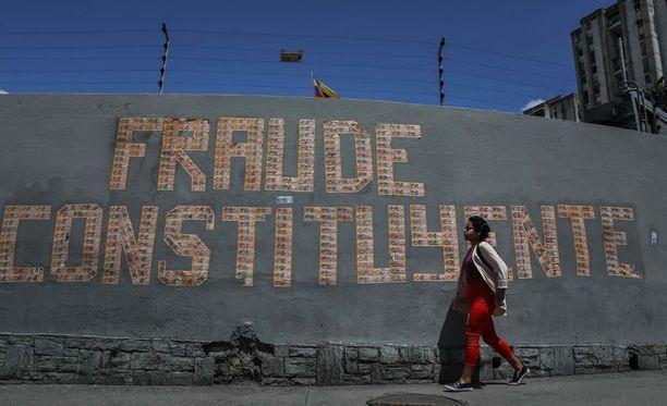 """""""Petos Caracasissa"""" julistaa seinäteksti äänestyksen alla."""
