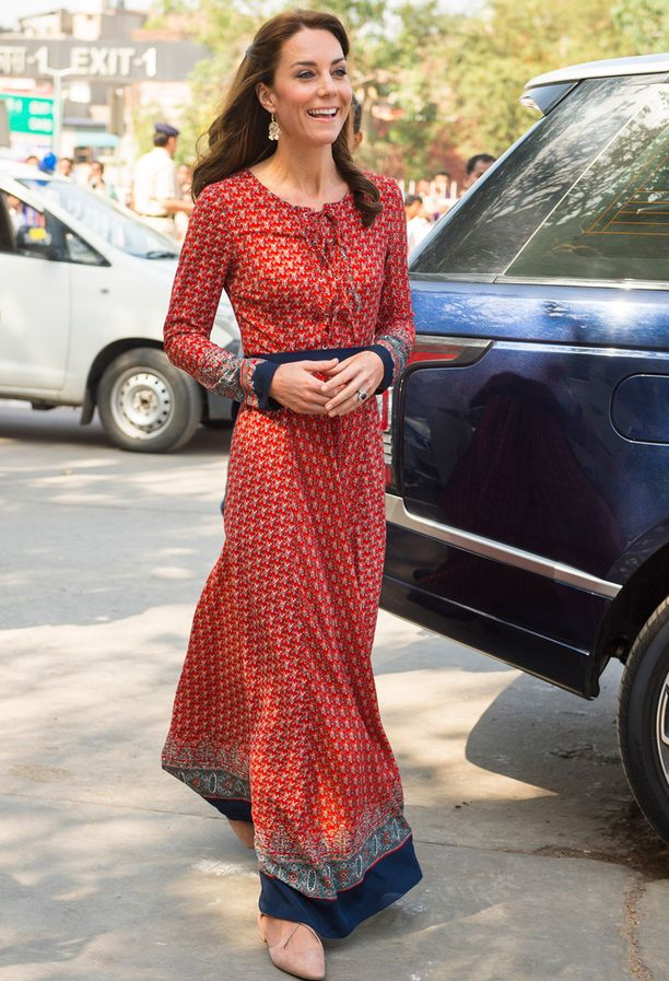 Brittimerkki Glamorousin maksimekko on täydellinen valinta Intiaan! Hintaa mekolla on 50 euroa, ja mallia on yhä kaupan merkin verkkokaupassa.