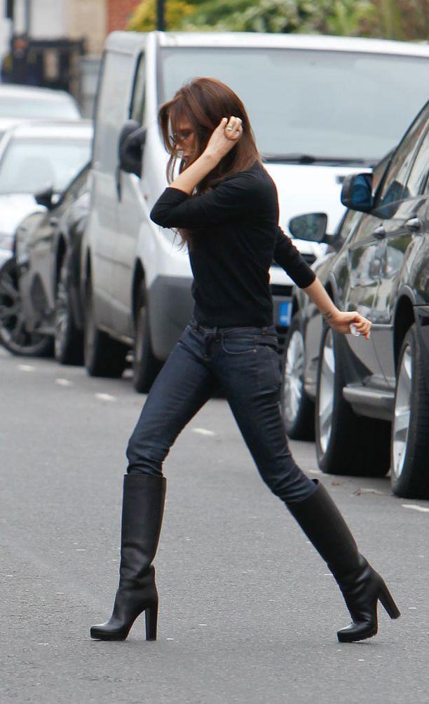 Tällaisissa koroissa Victoria Beckham on totuttu näkemään.