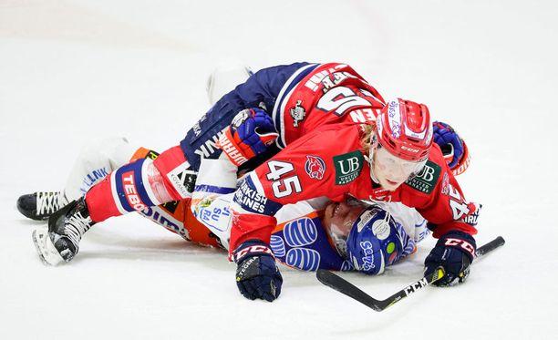 Micke-Max Åsten ja Otso Rantakari ajautuivat vahingossa kummalliseen poikapainiin.