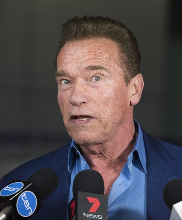 Moni pitää Arnold Schwarzeneggerin parratonta ja ruskeahiuksista tyyliä nuorekkaana.