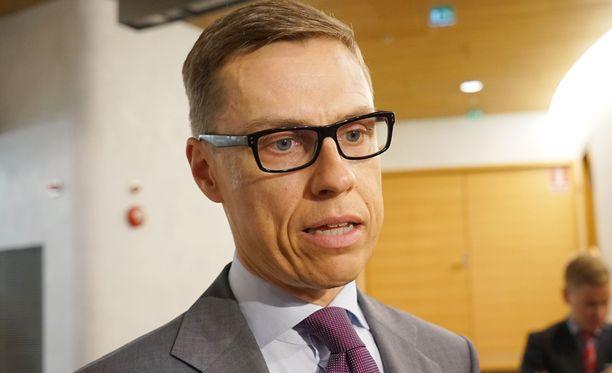 Stubb ei poikkeuksellisesti antanut medialle lainkaan kommentteja kokouksen alla Brysselissä. Kuva kesäkuun lopulta.