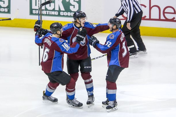 Mikko Rantanen pääsi jo viime kaudella pelaamaan yhdeksän NHL-ottelua, mutta tehopisteitä ei vielä kertynyt. Tältä kaudelta on jo kasassa tehot 11+14=24.