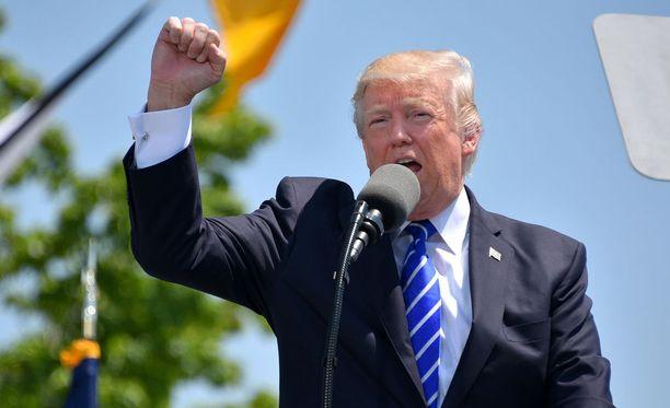 Jos Trumpilla tai tämän kampanjaväellä on venäläisiä luurankoja kaapissaan, ne saattavat tulla kolisten ulos.
