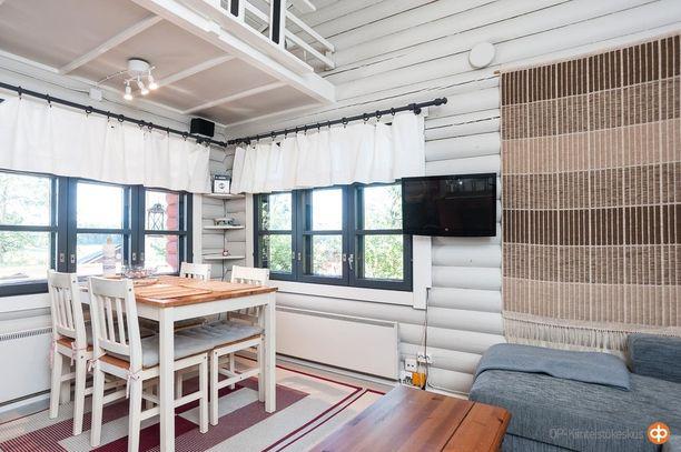 Pieneenkin mökkiin voi mahtua keittiönurkkaus. Salossa sijaitseva vain hiukan yli 20 neliön mökki maksaa 59 000 euroa.