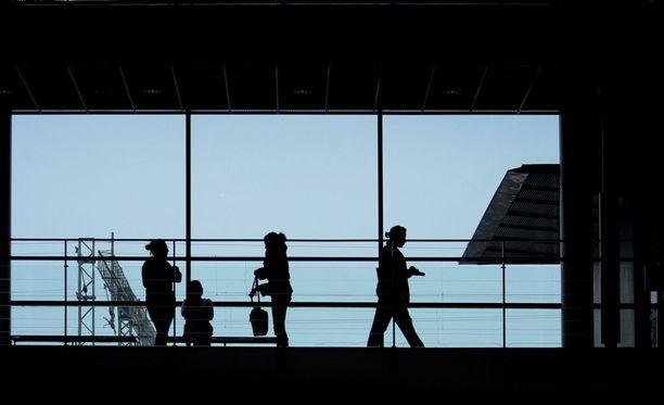Tilastovuonna 2014 Haaga-Heliasta valmistuneista reilut 70 prosenttia oli päätoimisesti työllisiä vuosi tutkinnon suorittamisen jälkeen. Reilut kuusi prosenttia oli työttömänä.