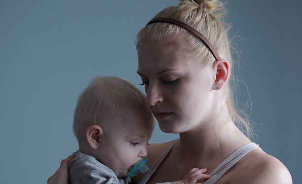 Äitiyteen liittyy vaikeitakin tunteita.