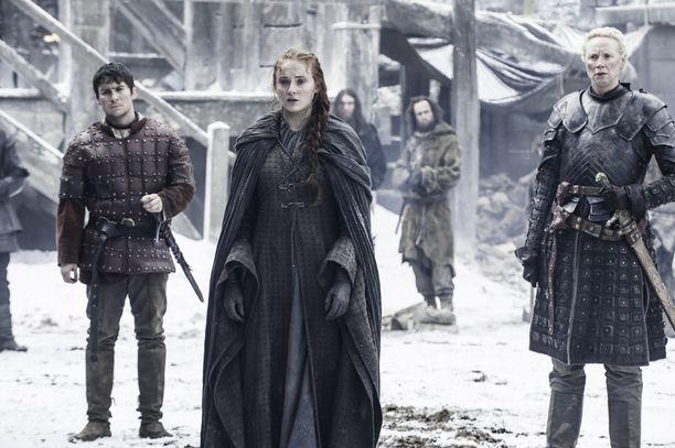 Sansa Stark (keskellä) nousi Talvivaaran hallitsijaksi sarjan viimeisessä jaksossa.
