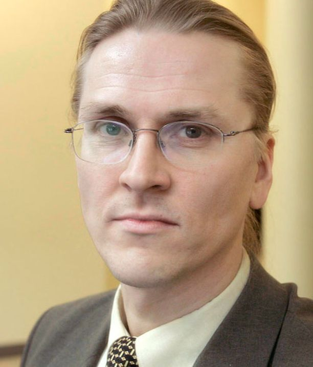 Mikko Hyppösen mukaan Suomen lainsäädännössä on puute, sillä tietomurron kohteeksi joutuneet saavat vaieta asiasta.