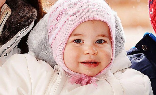 Prinsessa Charlotte pääsi ensimmäistä kertaa leikkimään lumella talvilomalla.