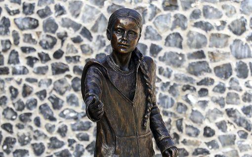 Greta Thunberg sai patsaan Englantiin – paikalliset raivostuivat