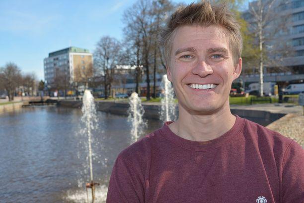 Markus Niemelä kotoisissa Rauman maisemissa. Rauma on myös hänen yhtiönsä kotipaikka.