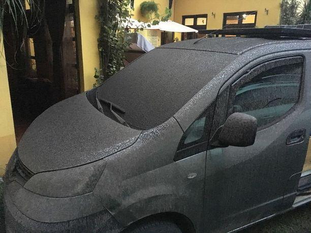 Tomi Töllin ja hänen puolisonsa auto peittyi Guatemalan Antiguassa tuhkaan.