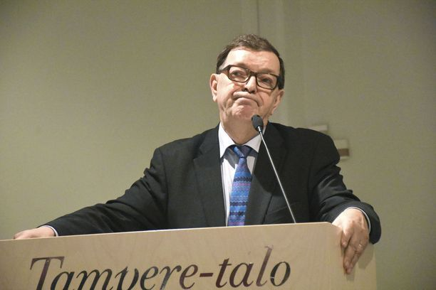 Paavo Väyrynen kisaa Accuscoren (22.1.) ennusteen mukaan tiukasti kakkospaikasta presidentinvaaleissa.