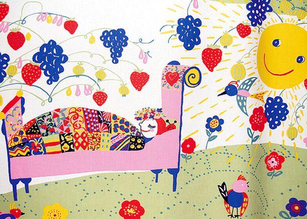 """PUUTARHA Anu Kanervon Nostalgia ja Huvila -kangas on kuin värikäs puutarha, köynnökset kiipeilemässä pergolan yli. Raikkaita värejä. <em class=""""puolilihava"""">Finlayson</em>"""